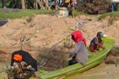 Oameni din Cambodia00121