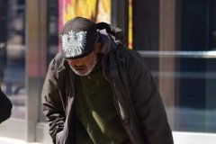 Om al străzii.