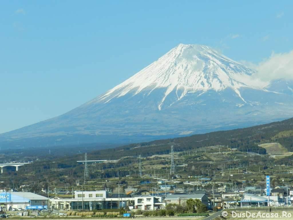 Prima dată in Japonia. Fuji-san vazut din Shinkansen.