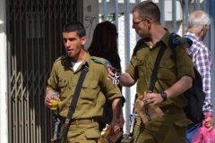 Oameni Israel69